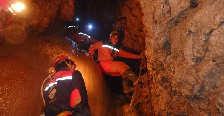 Caving di Goa Buniayu dengan seragam Naruto 1